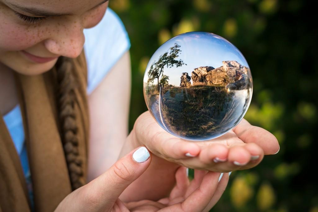 glass-ball-1754432_1920